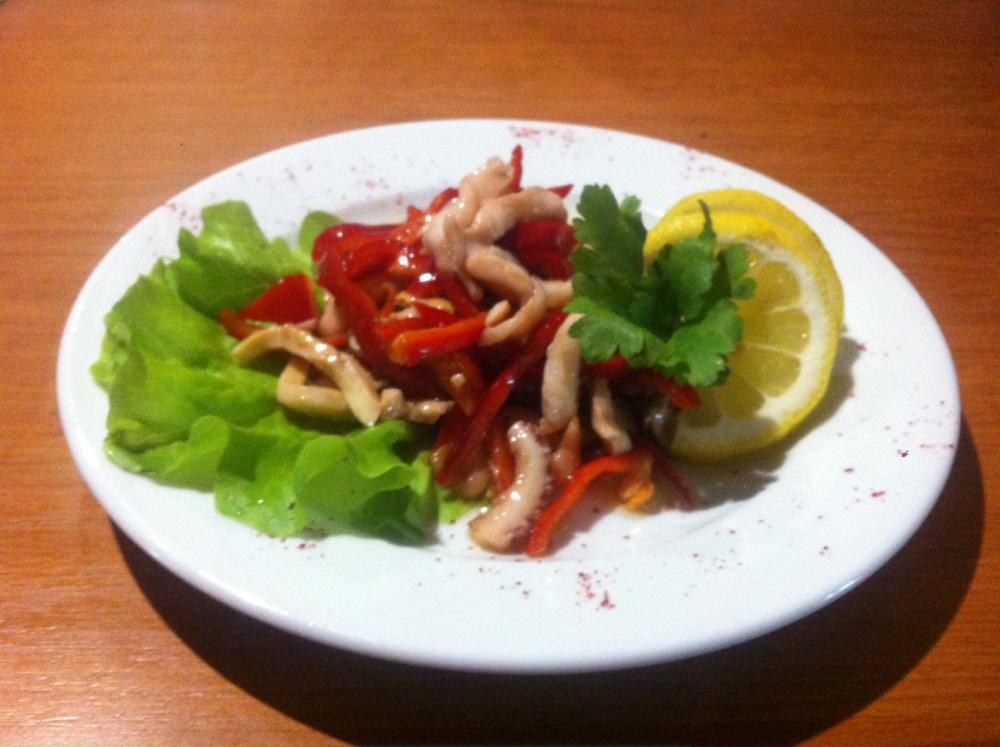 С морепродуктами (осьминог, креветка, кальмар, мидии, болгарский перец, оливковое масло)